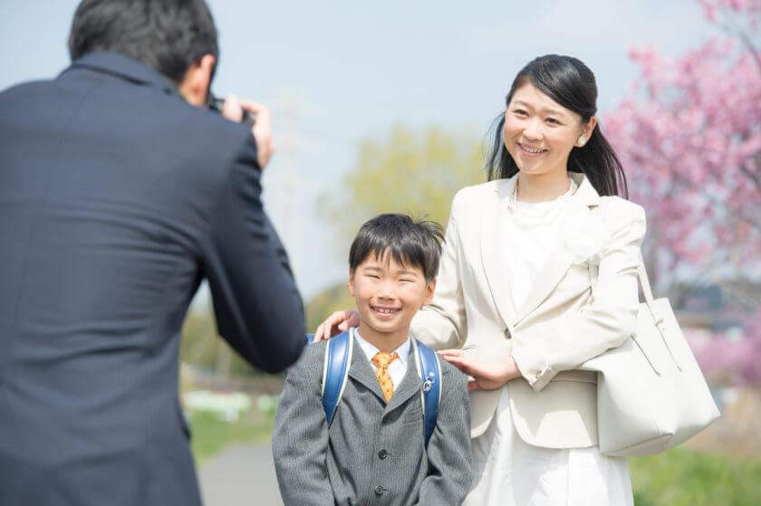 母親の服装マナーと選び方のポイント